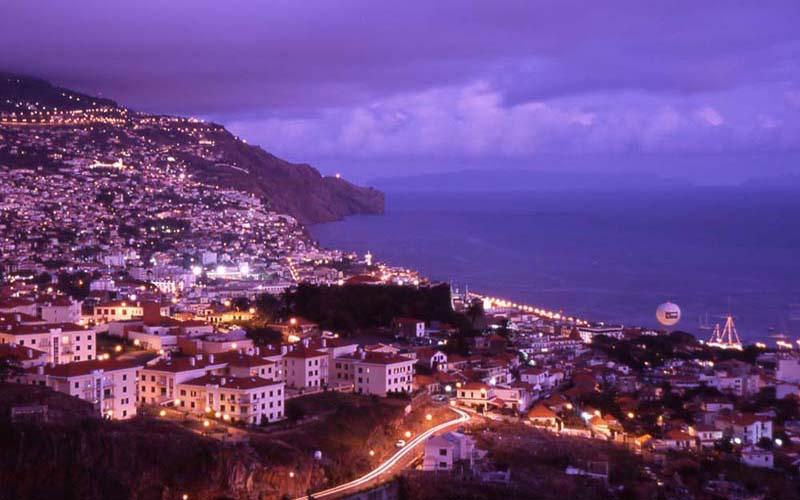 funchal vista noche Un hermoso destino turístico: la isla Madeira